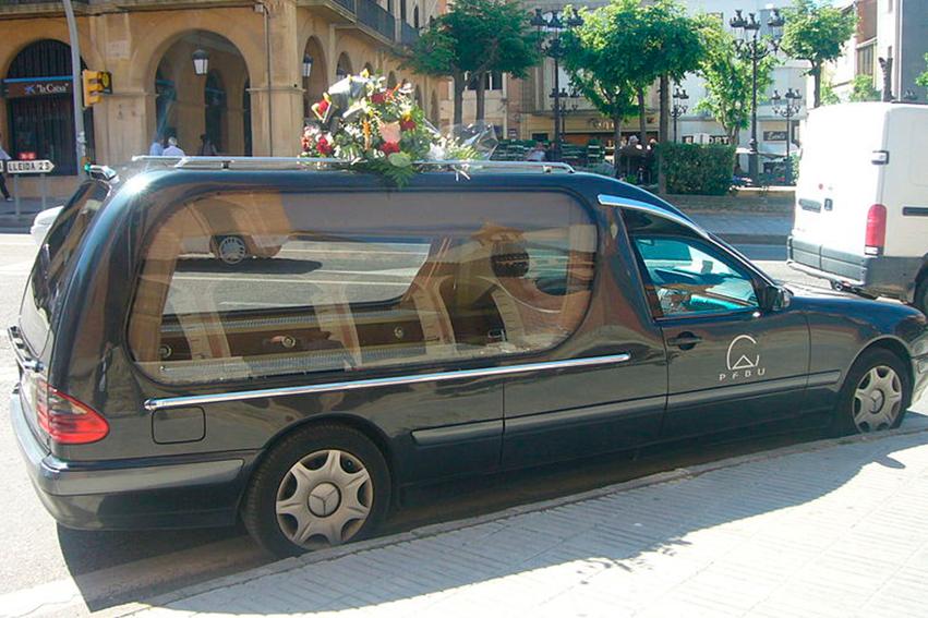 Desinfección de funerarias - coche fúnebre